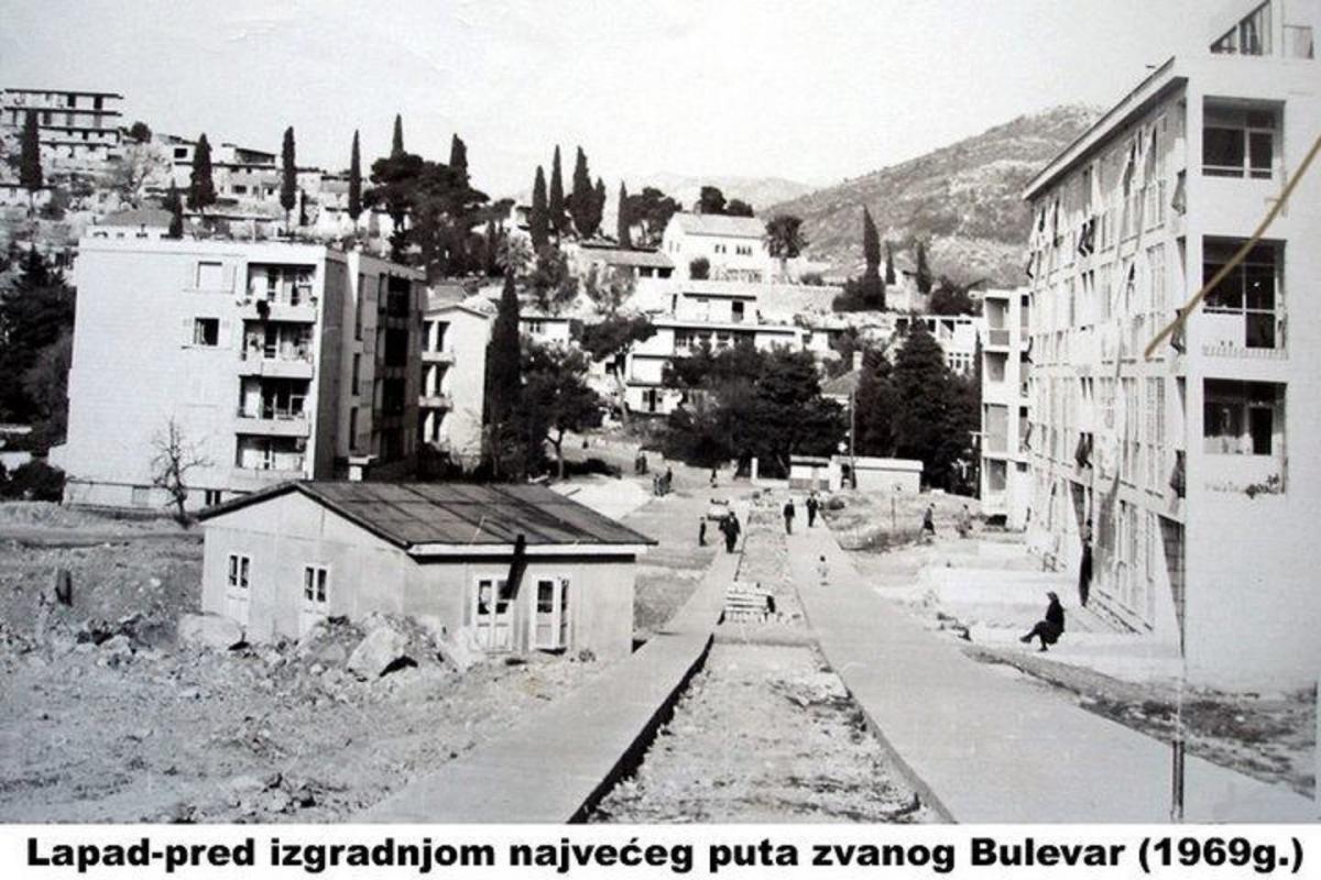 NIZ BULEVAR NEKAD I DANAS Šezdesetih godina ovdje je prolazio samo tramvaj, a kasnije