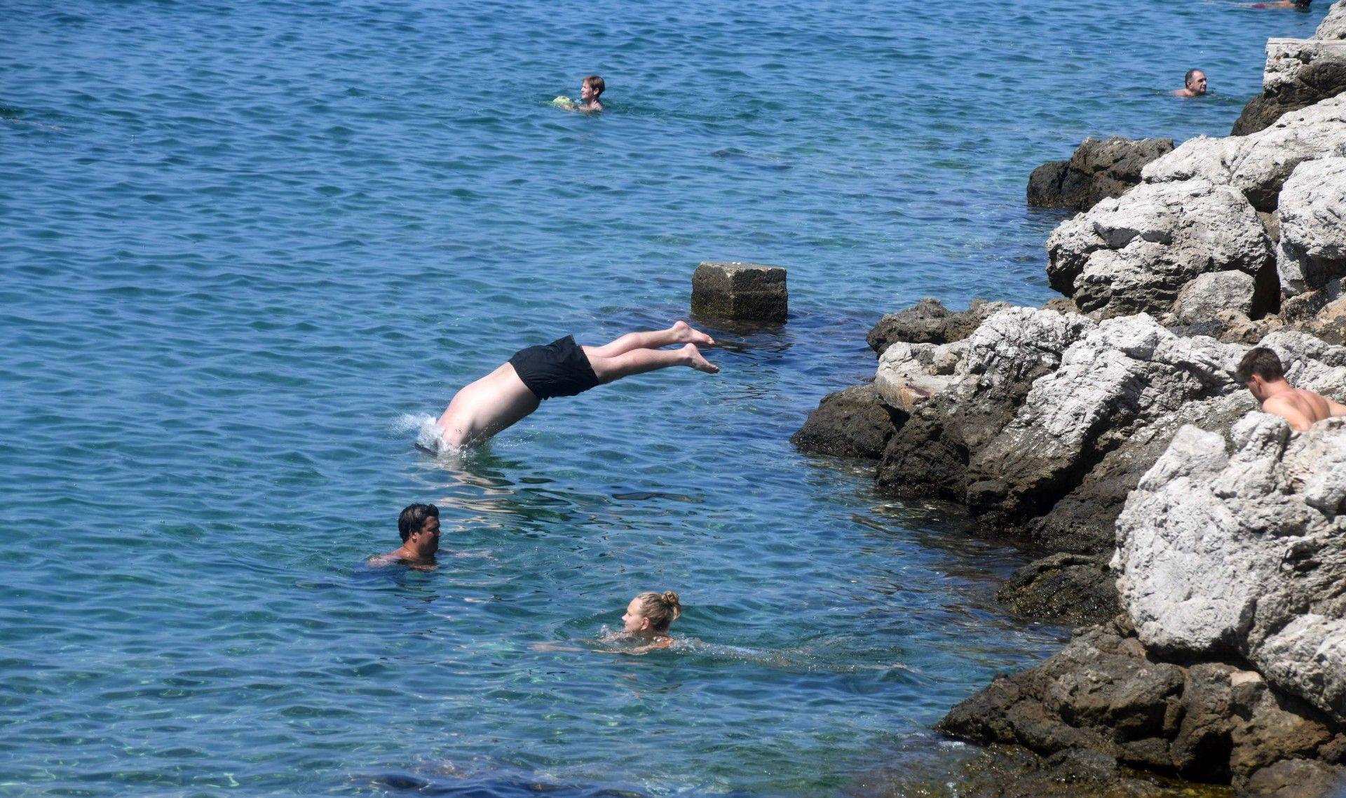 iznenadno onečišćenje onečišćenje fekalnog porijekla: more u uvali lapad nije za kupanje